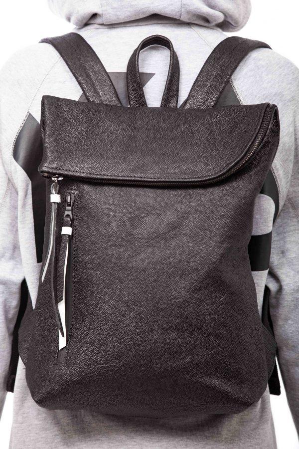 Mochila pequeña de piel negra - Cinzia Rossi